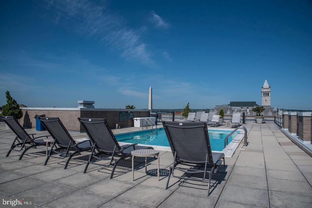 Rooftop serves breathtaking views of DC - 801 PENNSYLVANIA AVE NW #1207, WASHINGTON