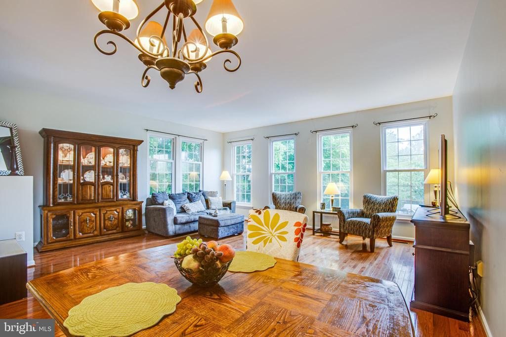 Living-dining combo with floor to ceiling windows - 8539 BERTSKY LN, LORTON