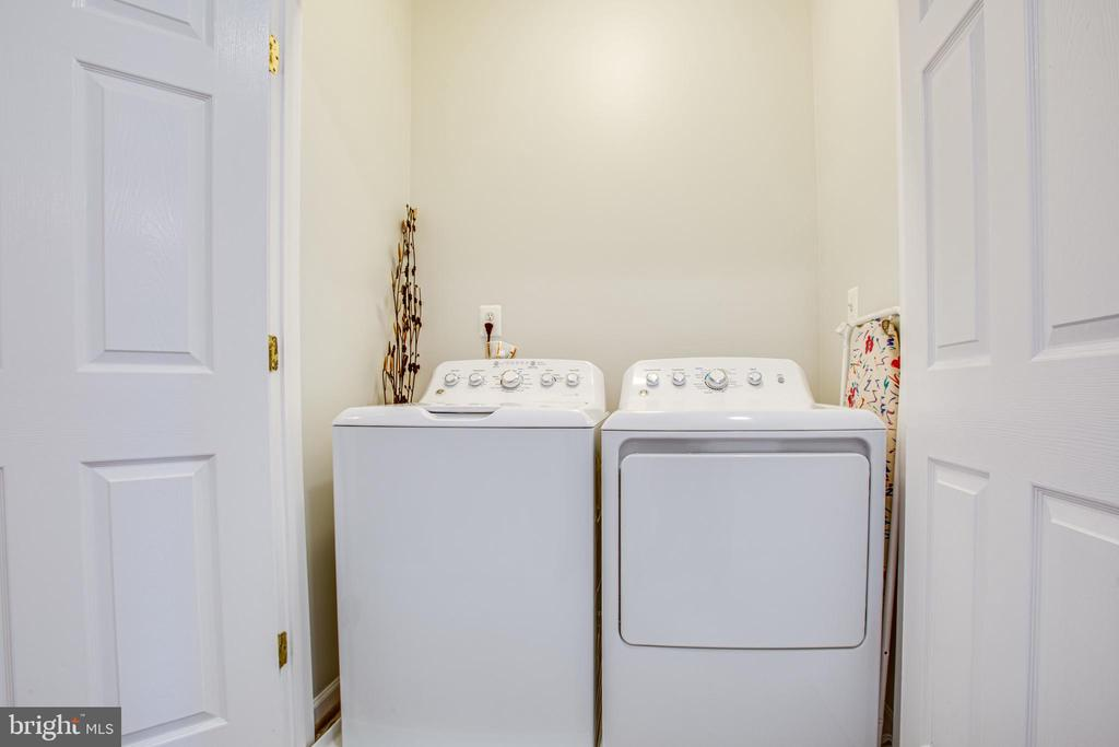 Bedroom level washer/dryer means no stairs! - 8539 BERTSKY LN, LORTON