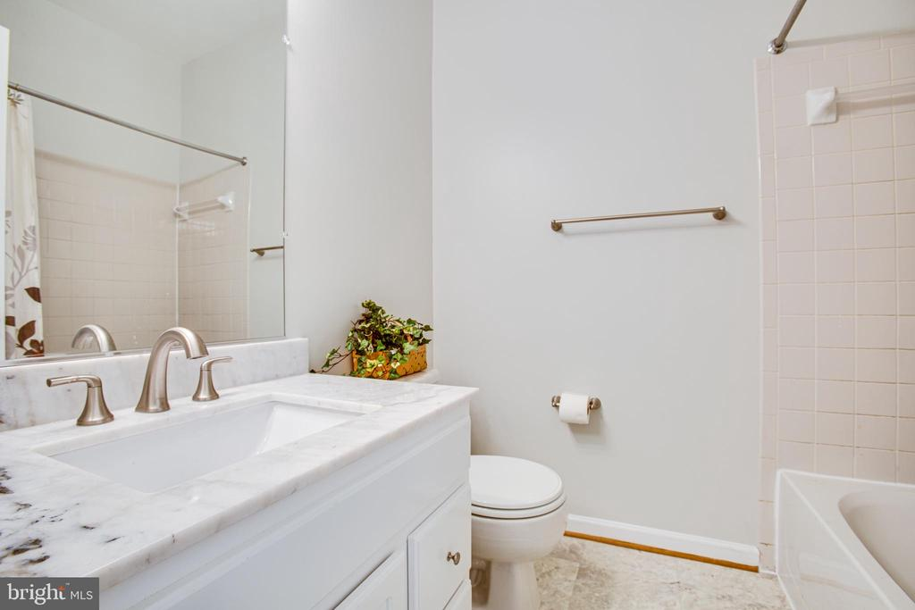 Hall bath with stone counters and updated fixtures - 8539 BERTSKY LN, LORTON