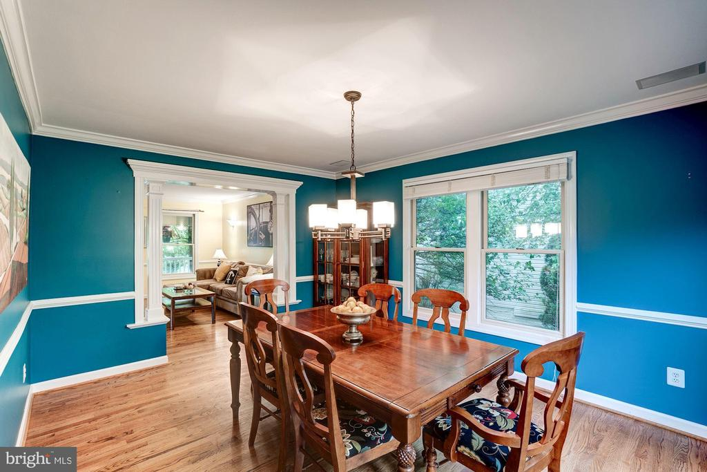 Move from living room to dining room - 43131 WEATHERWOOD DR, ASHBURN