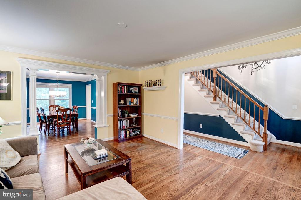 Beautiful hardwood through out main level - 43131 WEATHERWOOD DR, ASHBURN