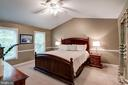 This master bedroom awaits. - 43131 WEATHERWOOD DR, ASHBURN