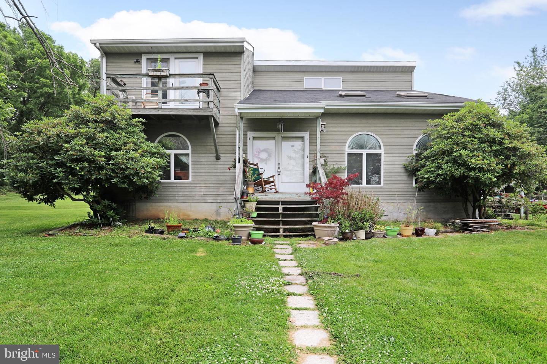 Single Family for Sale at 13434 Edgemont Rd Smithsburg, Maryland 21783 United States