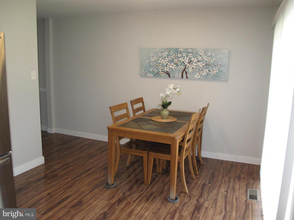 Upgraded flooring on main level - 17 S PENDLETON CT, FREDERICK