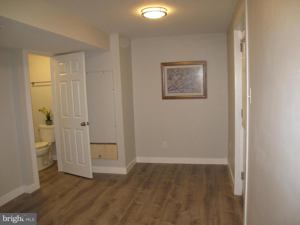 Lower level with full bath - 17 S PENDLETON CT, FREDERICK