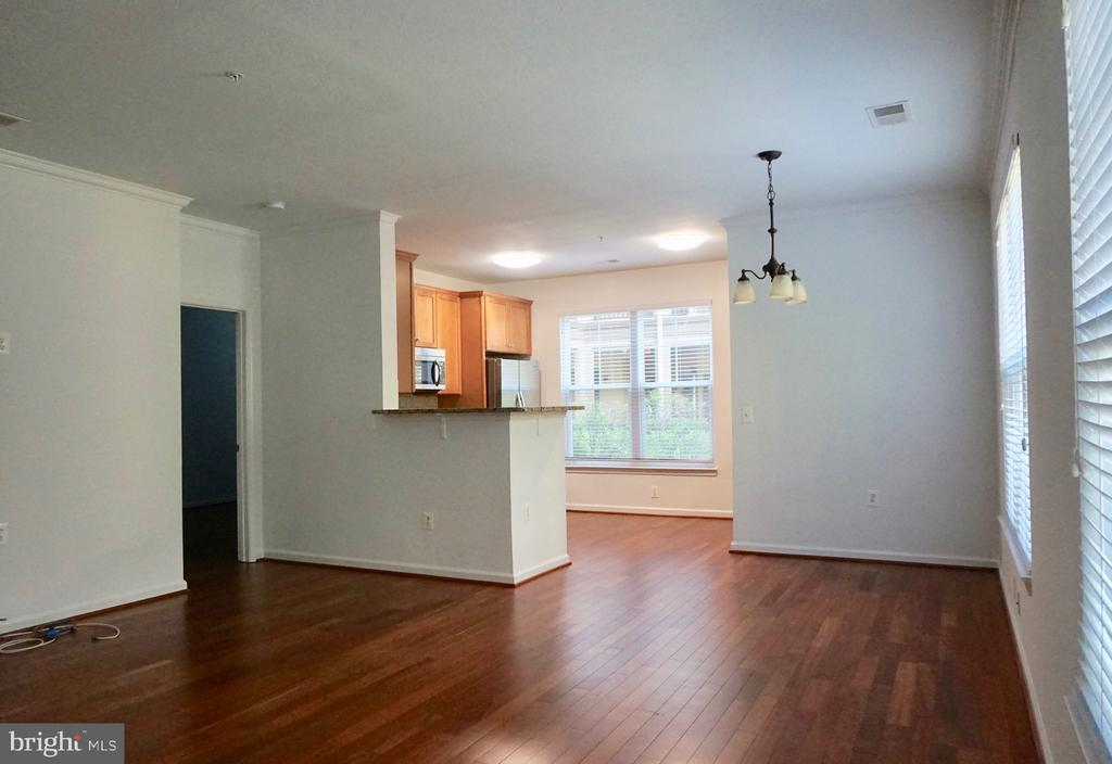 Open living area - 11750 OLD GEORGETOWN RD #2135, ROCKVILLE