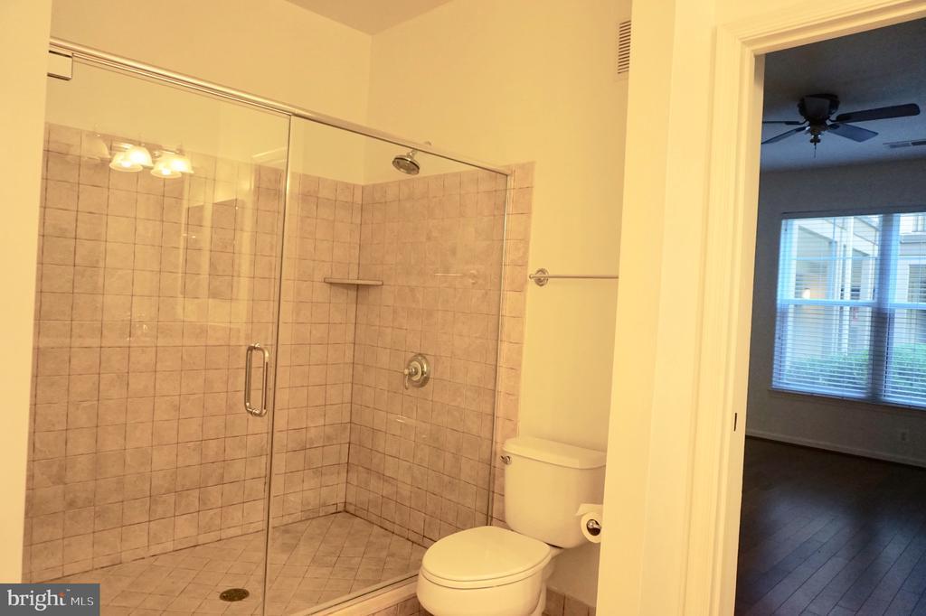 Tiled walk in shower - 11750 OLD GEORGETOWN RD #2135, ROCKVILLE