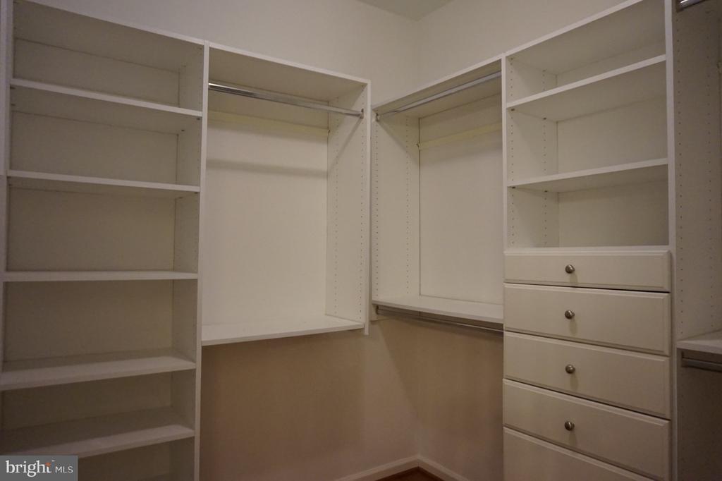 Master closet orgainzers - 11750 OLD GEORGETOWN RD #2135, ROCKVILLE