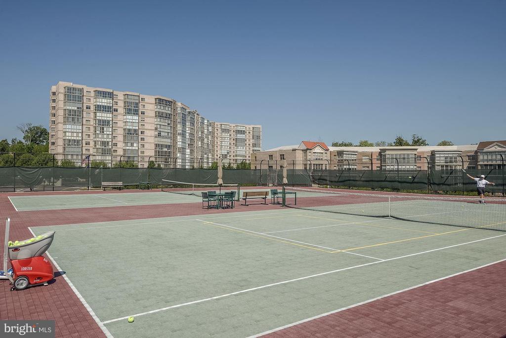 Community Tennis Court - 19355 CYPRESS RIDGE TER #823, LEESBURG
