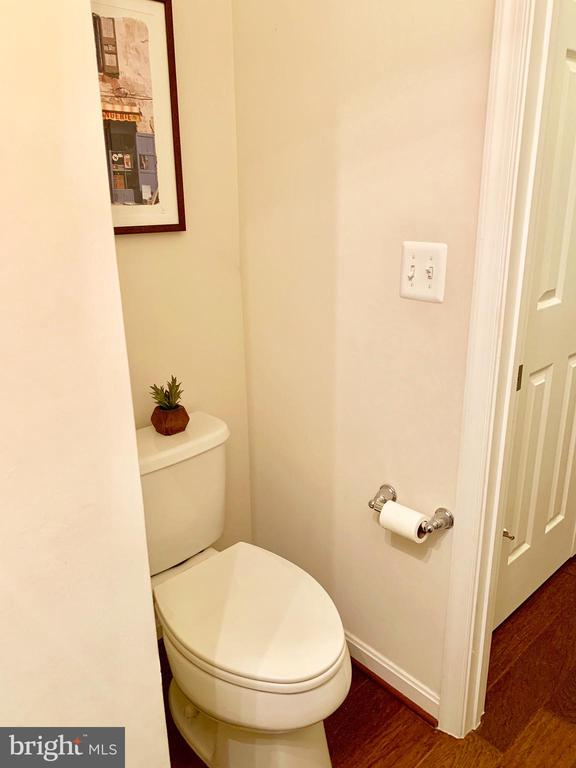 Main level Half Bath - 9009 BELO GATE DR, MANASSAS PARK
