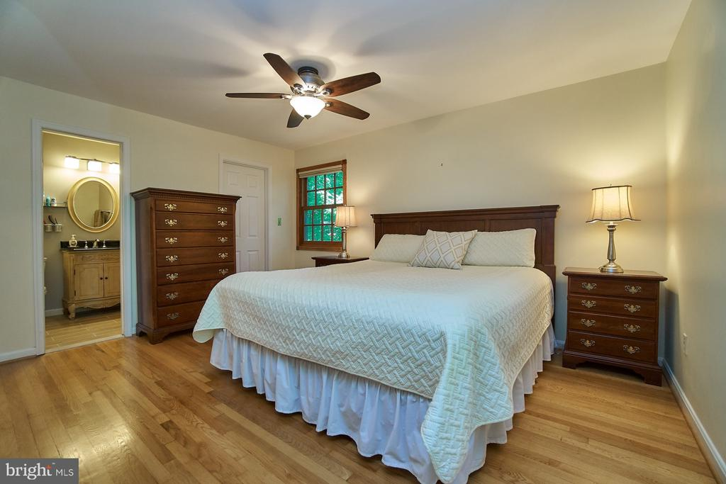 Master Bedroom Suite, full bath renovation - 8502 TYSONS CT, VIENNA