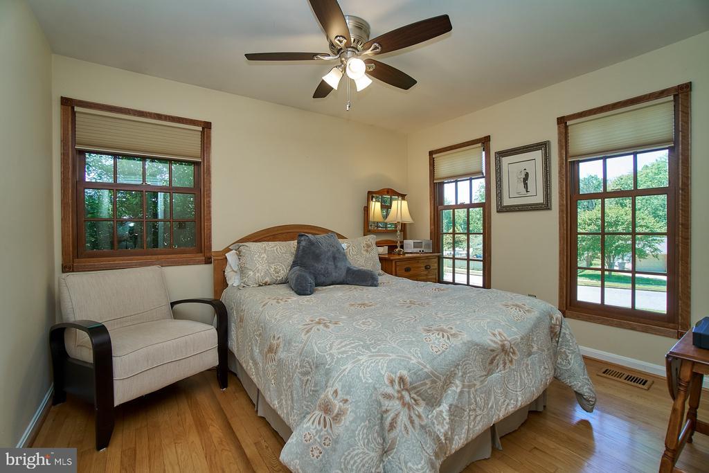 Guest Bedroom has bright light, walk-in closet - 8502 TYSONS CT, VIENNA