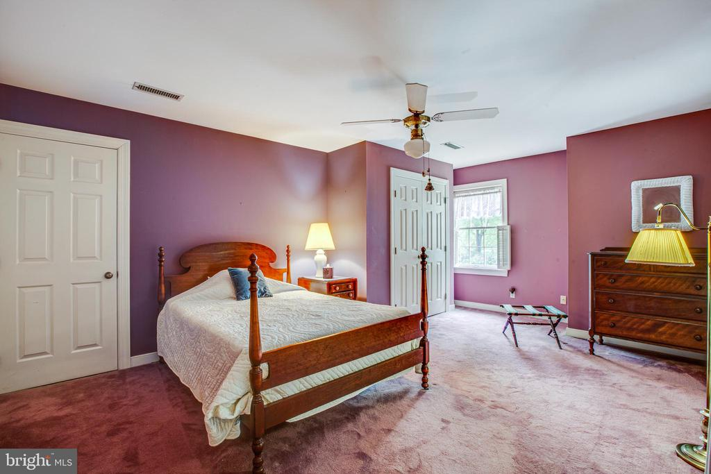 Upstairs bedroom with walk up attic access - 25 TALLY HO DR, FREDERICKSBURG