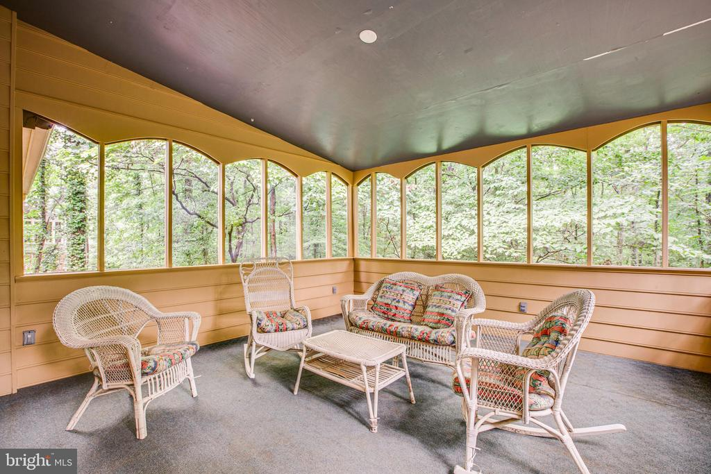 screened in porch - 25 TALLY HO DR, FREDERICKSBURG