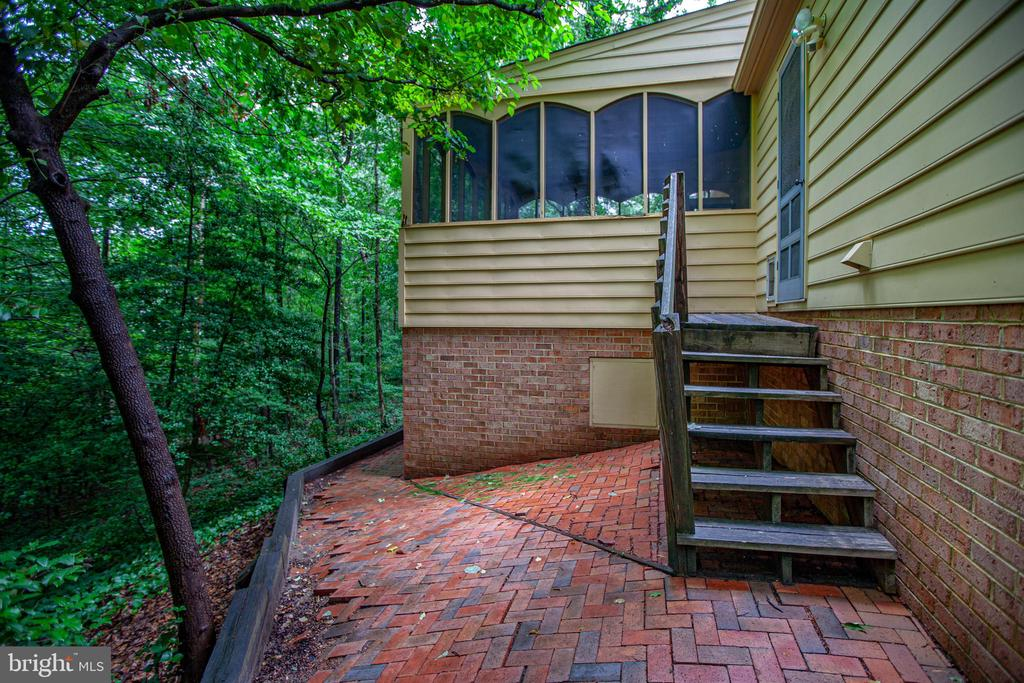 Back deck and screened in porch - 25 TALLY HO DR, FREDERICKSBURG