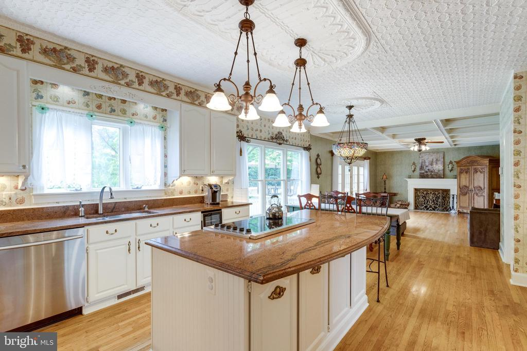 Sunny Kitchen has Hand-hammered Tin Ceiling. - 11256 WAPLES MILL RD, OAKTON