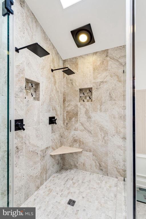 Shower with Dual Shower Heads & Controls. - 11256 WAPLES MILL RD, OAKTON