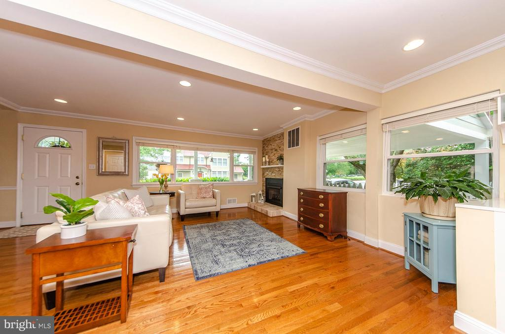 Living Room - 6419 28TH ST N, ARLINGTON