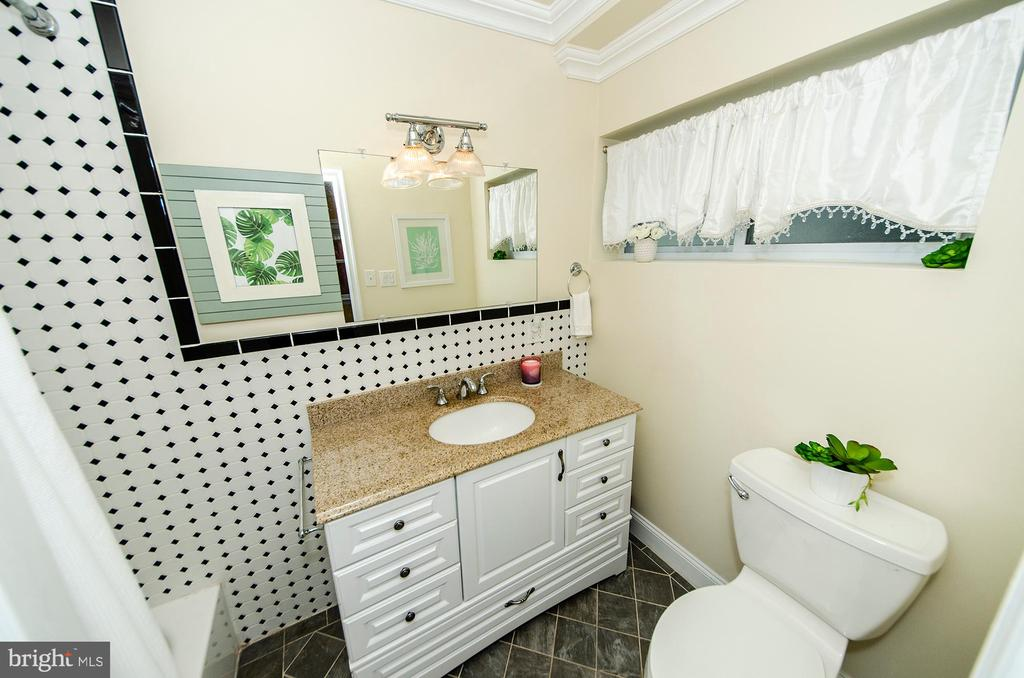 Main Level Master Bath - 6419 28TH ST N, ARLINGTON