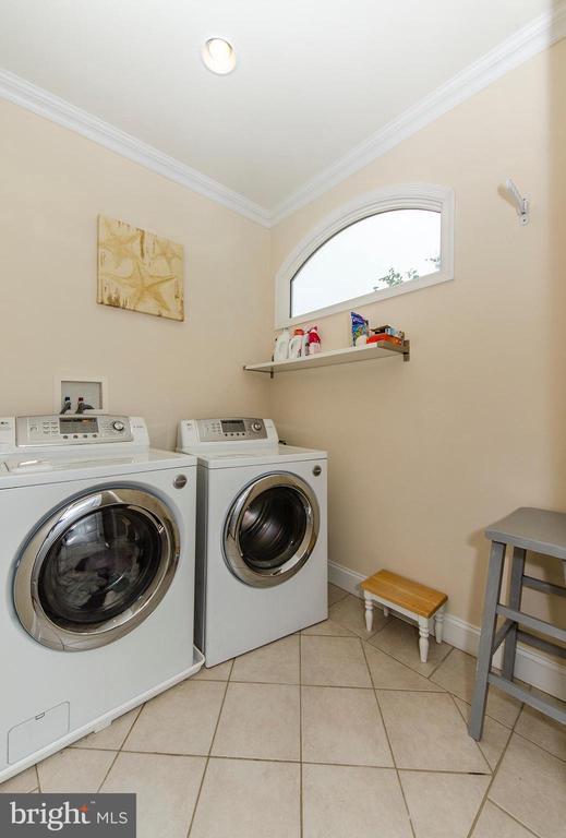 Upper Level Laundry - 6419 28TH ST N, ARLINGTON