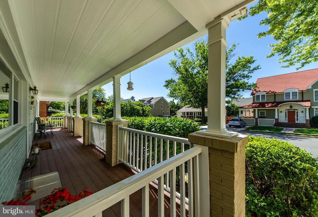 Front Porch - 6419 28TH ST N, ARLINGTON