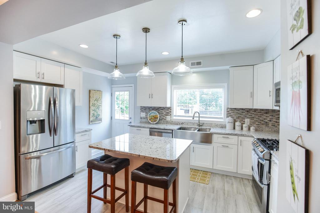 Stainless steel/granite counters kitchen - 4722 8TH ST NW, WASHINGTON