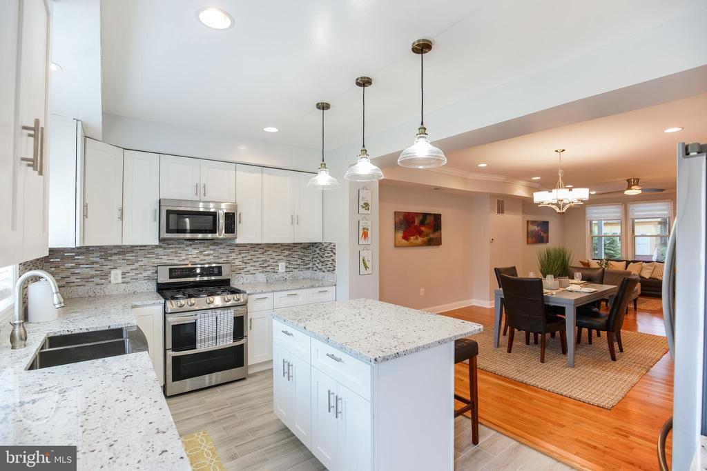 Eat in kitchen, dining room - 4722 8TH ST NW, WASHINGTON