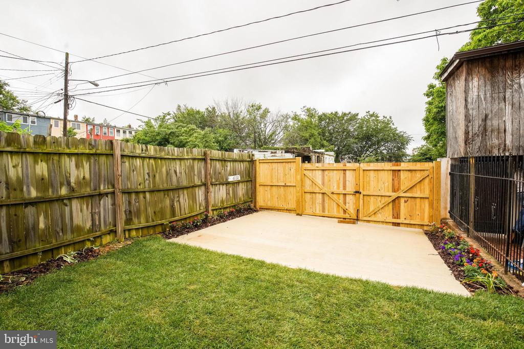 Back yard, private parking - 4722 8TH ST NW, WASHINGTON
