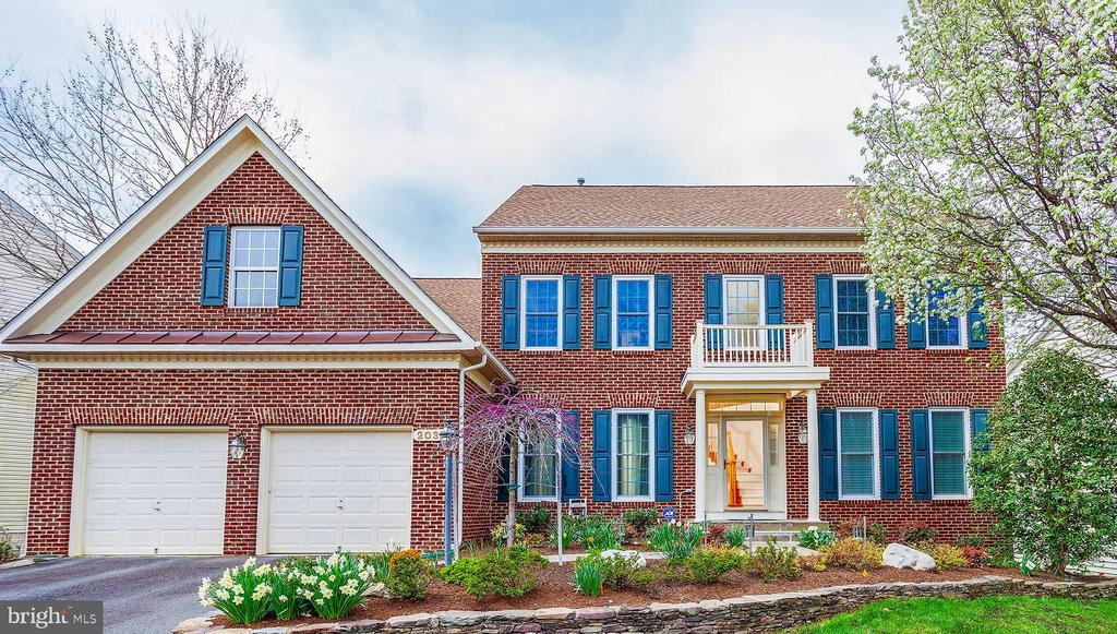 Stunning East Facing Beautiful Home! - 20377 WATER VALLEY CT, STERLING