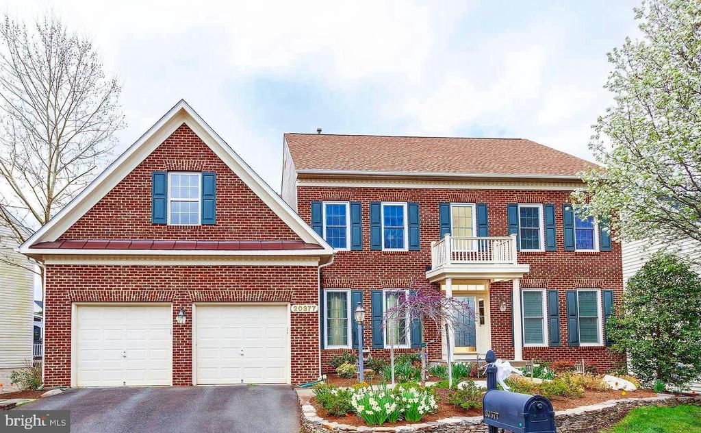 Beautiful details..elaborate retaining wall & more - 20377 WATER VALLEY CT, STERLING
