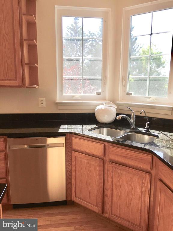 Brand New Stainless Appliances! - 20377 WATER VALLEY CT, STERLING