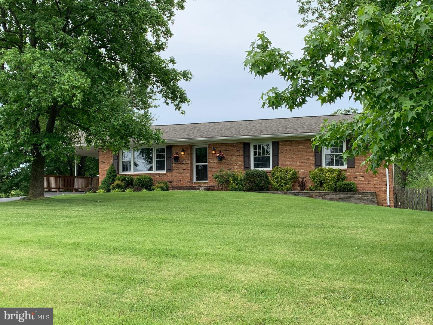 Single Family for Sale at 122 Whitfield Cir Stephens City, Virginia 22655 United States