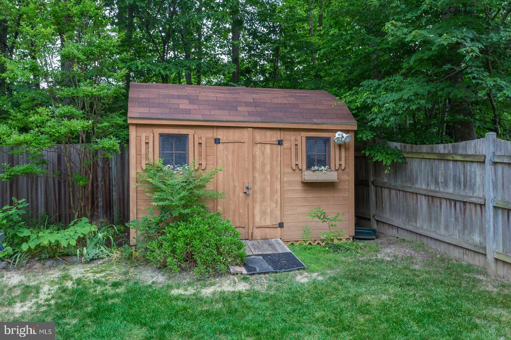 Separate Exterior Shed with Electricity - 12036 SUGARLAND VALLEY DR, HERNDON