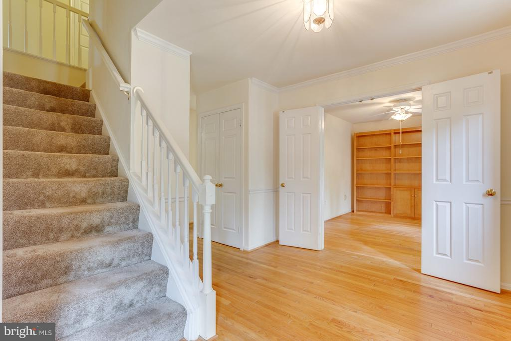 Elegant Open Foyer - 12036 SUGARLAND VALLEY DR, HERNDON