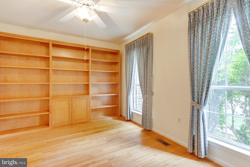 Office or Library - 12036 SUGARLAND VALLEY DR, HERNDON