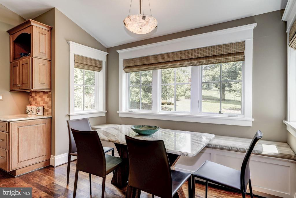 Spacious Table Space with Banquet - 9927 CARTER RD, BETHESDA