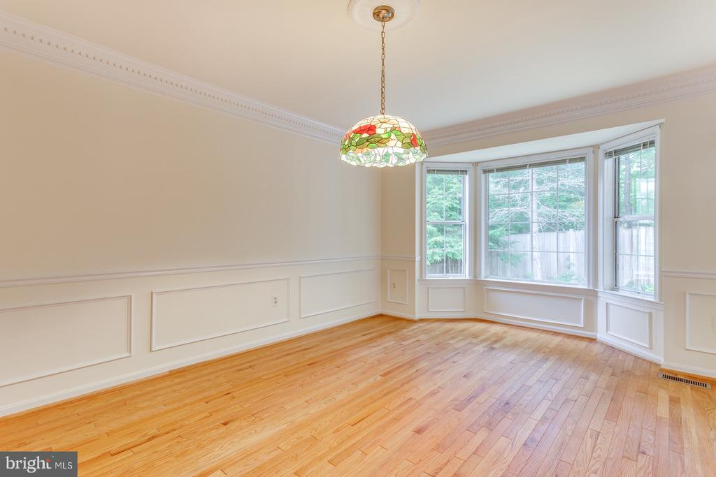 Dining Room, Bay Window Show Boxes & Crown Molding - 12036 SUGARLAND VALLEY DR, HERNDON
