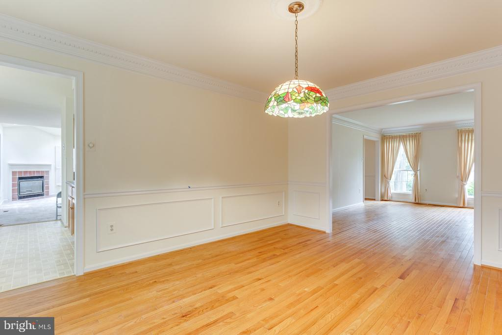 Dining  Room Shadow Boxes & Crown Molding - 12036 SUGARLAND VALLEY DR, HERNDON