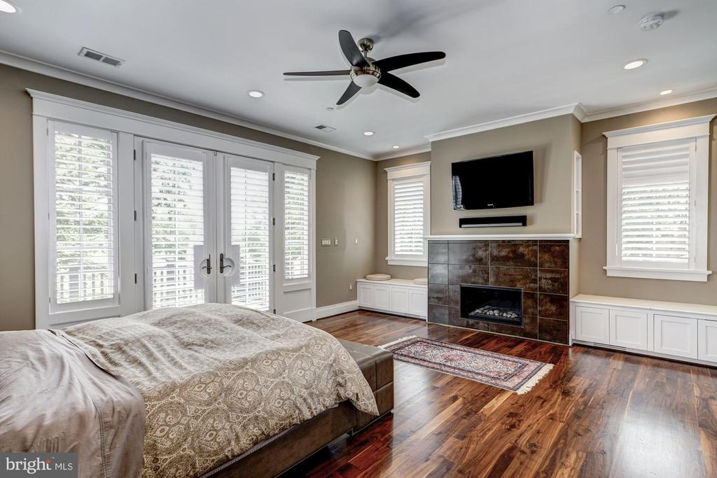 Well Appointed Master Bedroom - 9927 CARTER RD, BETHESDA