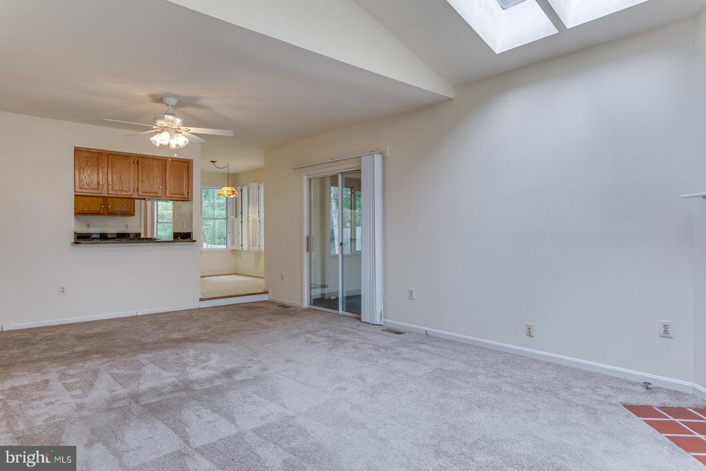 Family Room Looking to Kitchen & 4 Season Room - 12036 SUGARLAND VALLEY DR, HERNDON