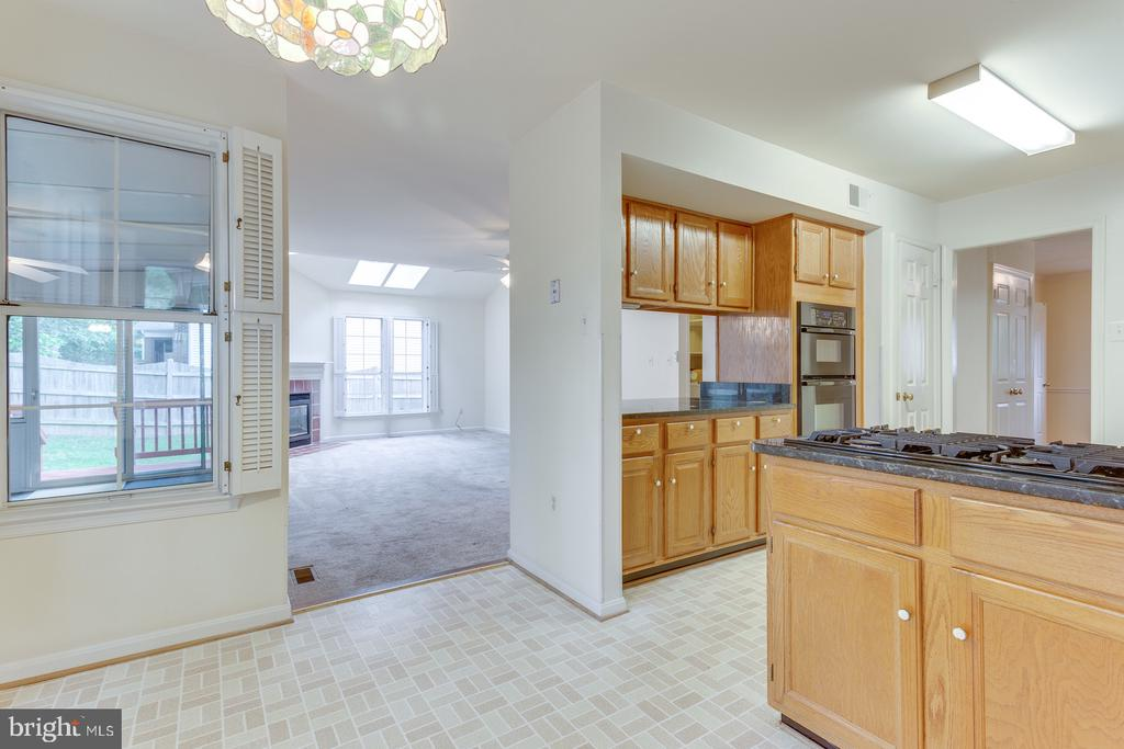 Kitchen View to Family Room - 12036 SUGARLAND VALLEY DR, HERNDON