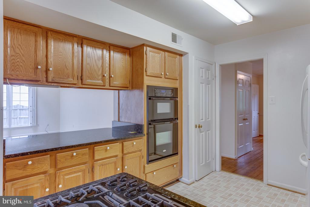 Kitchen with Family Room Pass-Thru - 12036 SUGARLAND VALLEY DR, HERNDON