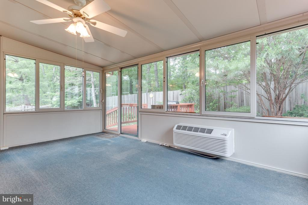 Year Round Living with Walls of Glass - 12036 SUGARLAND VALLEY DR, HERNDON