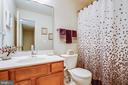 Upstairs full bath - 7340 JEFFERSON DR, KING GEORGE