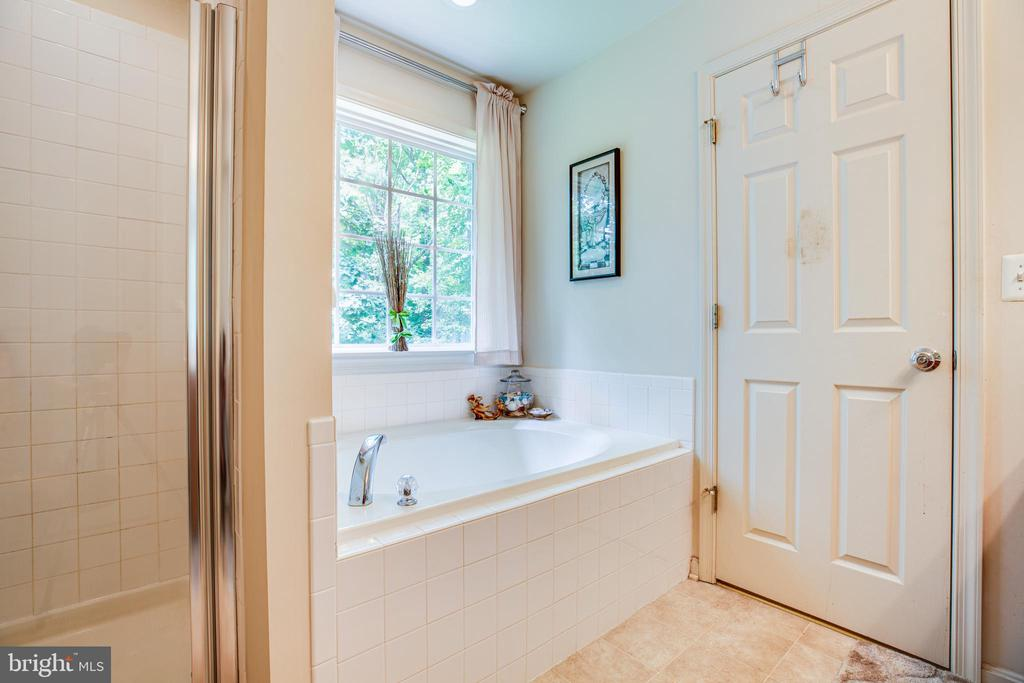 Separate shower and bath - 7340 JEFFERSON DR, KING GEORGE