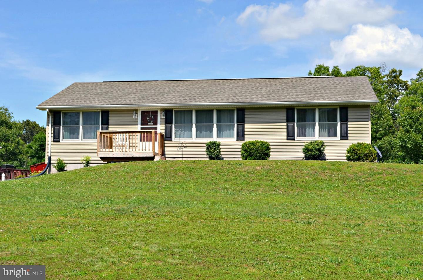 Single Family for Sale at 170 Key Ln Berkeley Springs, West Virginia 25411 United States