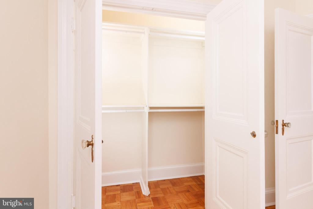 Walk in closet - 4000 CATHEDRAL AVE NW #806B, WASHINGTON