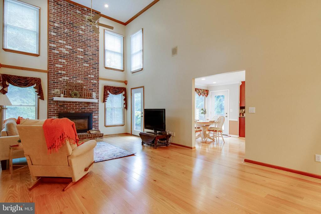Two story family room off kitchen - 98 WATEREDGE LN, FREDERICKSBURG