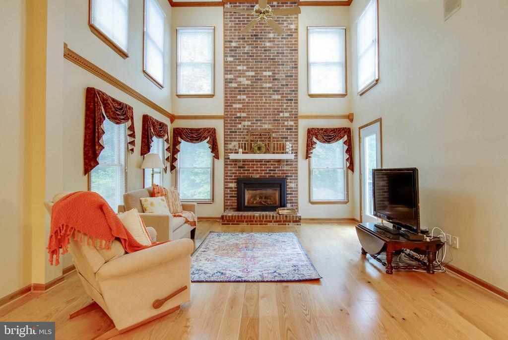 Floor to ceiling brick fireplace hearth - 98 WATEREDGE LN, FREDERICKSBURG